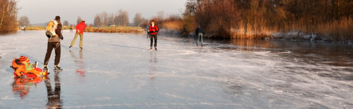 In een sleetje raken jonge kindere al vertrouwd met het ijs